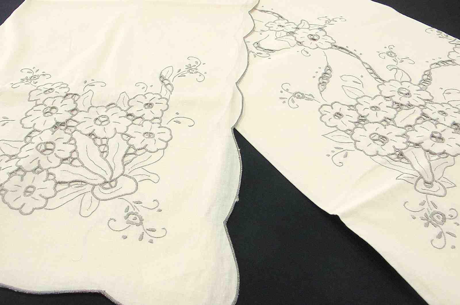 Mantel Clásico Bordado Flores a Mano