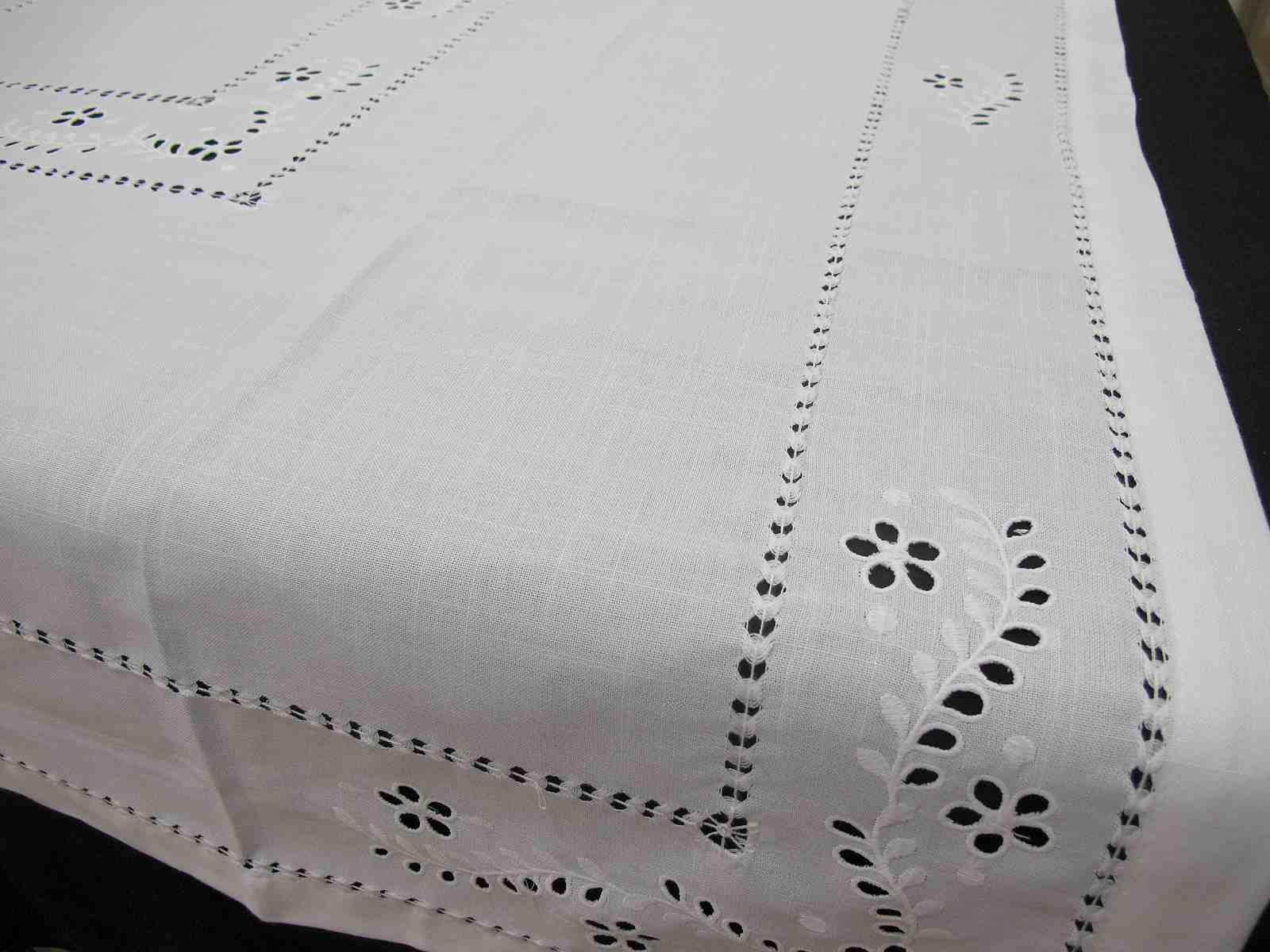 Mantel Blanco Mezcla Bordado y Recorte